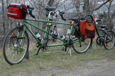 The tandem towing the trailercycle